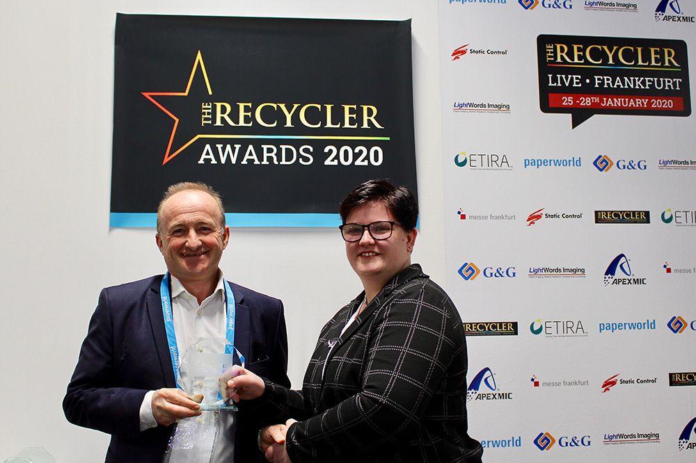 """GM Technology gana el premio """"Revendedor del Año"""", entregado por la Revista The Recycler durante la celebración de la feria Paperworld"""