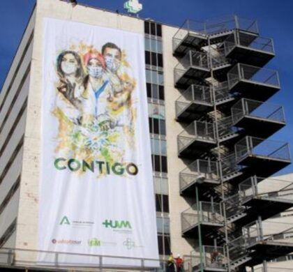 """GM Technology imprime el cartel artístico """"Contigo"""" que luce la fachada del Hospital Virgen Macarena"""